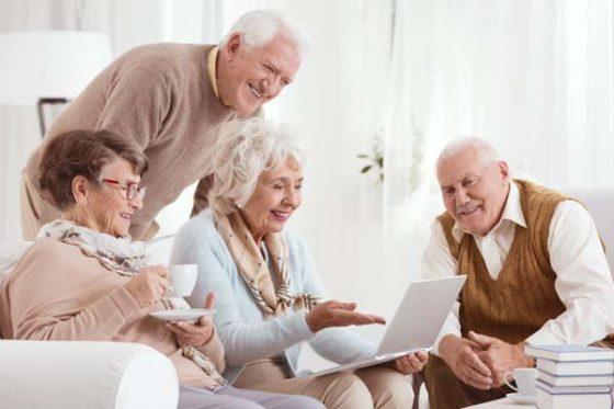 Day care é uma excelente opção para manter os idosos ativos