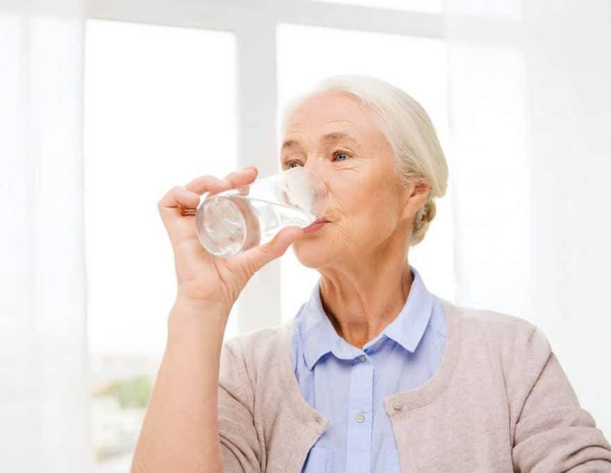 Cuidados com idosos no Verão