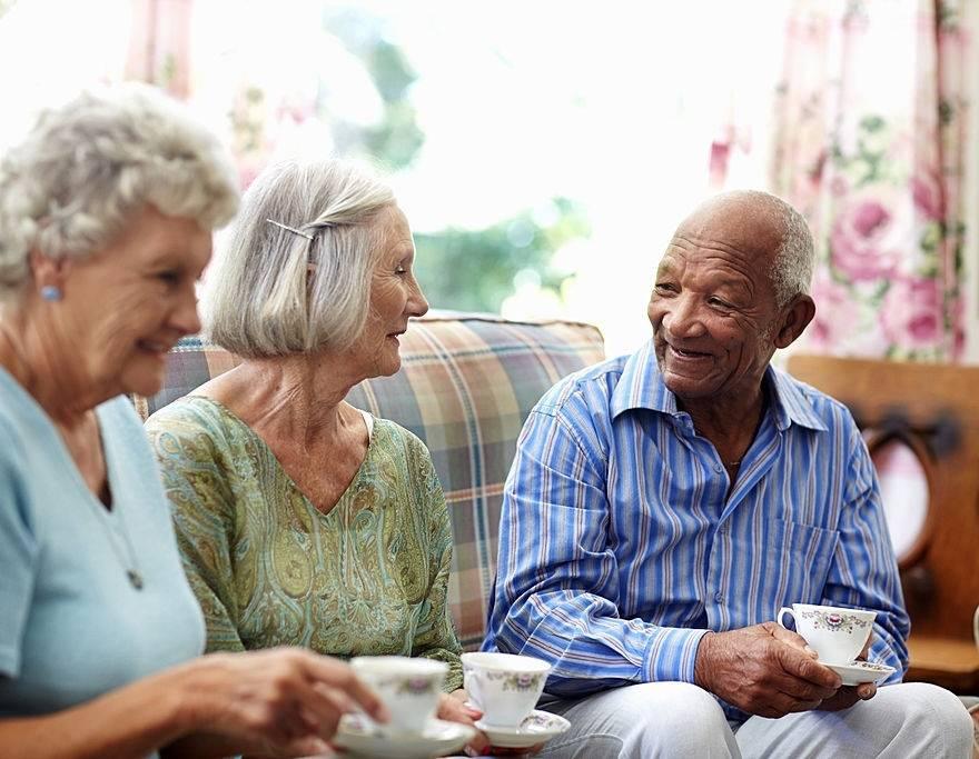 Cuidador ou residencial sênior: saiba qual serviço contratar para seu ente querido