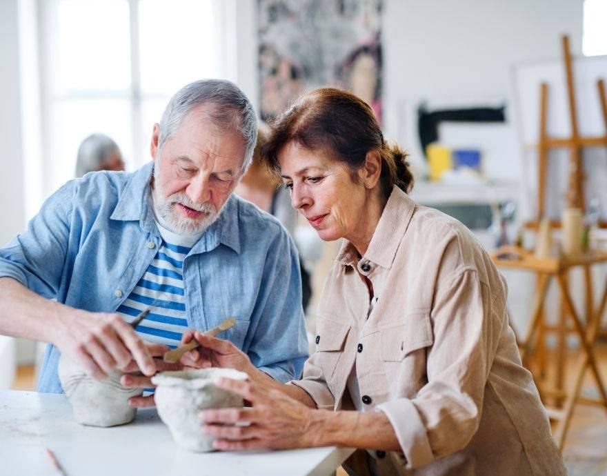 Os benefícios da arteterapia para idosos
